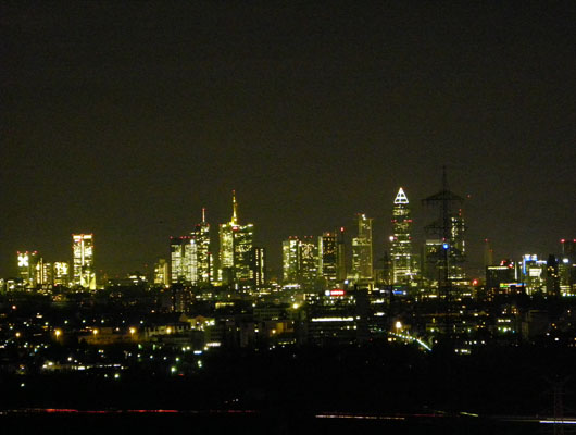 Premium Business Center Eschborn Skylineblick Frankfurt bei Nacht